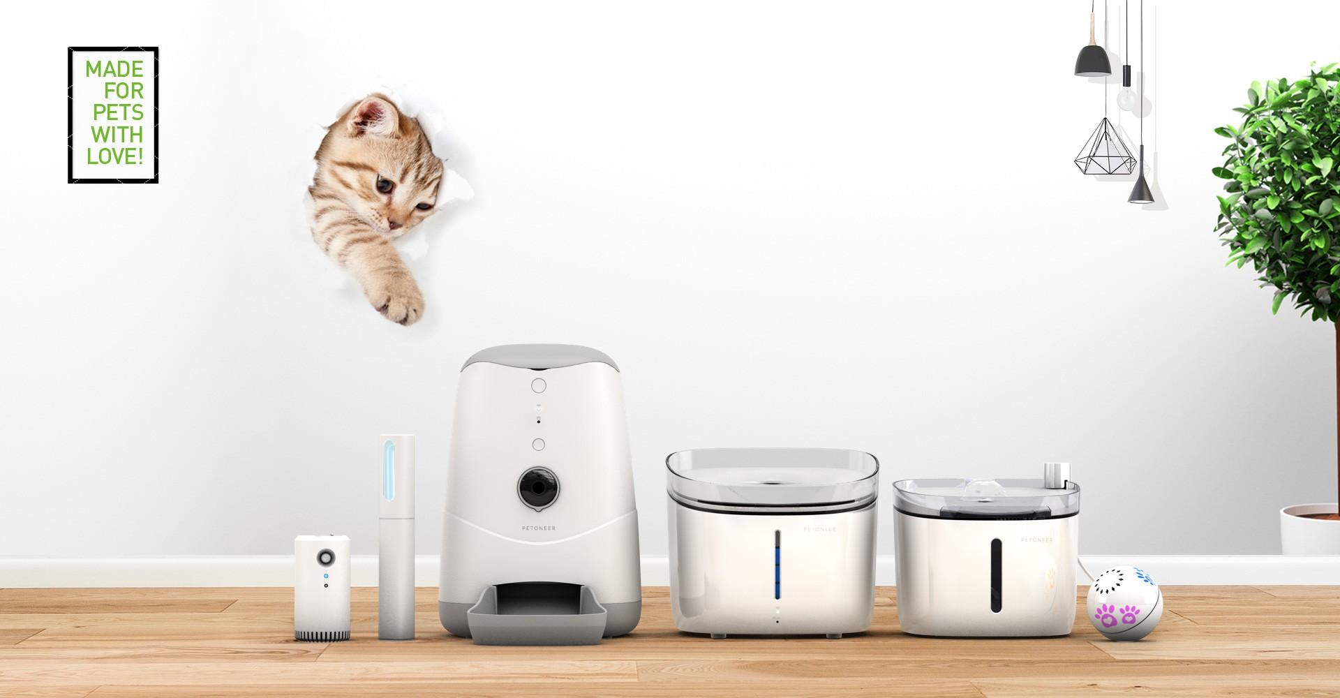 Distributori smart di cibo e acqua per animali domestici
